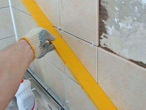 ремонт, укладка плитки, уровень , плитка на стену