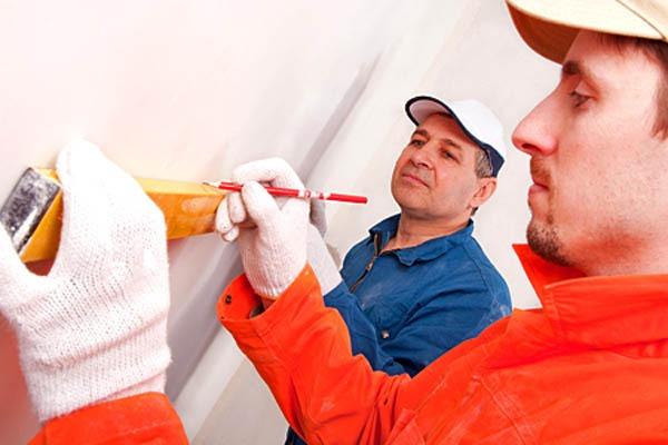 Ремонт квартиры, мастера по ремонту квартиры, уровень, ровная стена
