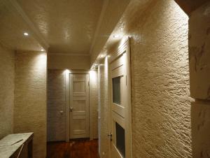 Штукатурка на стенах в коридоре