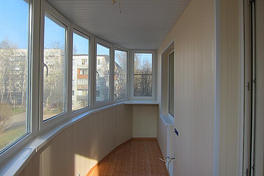 Отделка стен на балконе , установка стеклопакета
