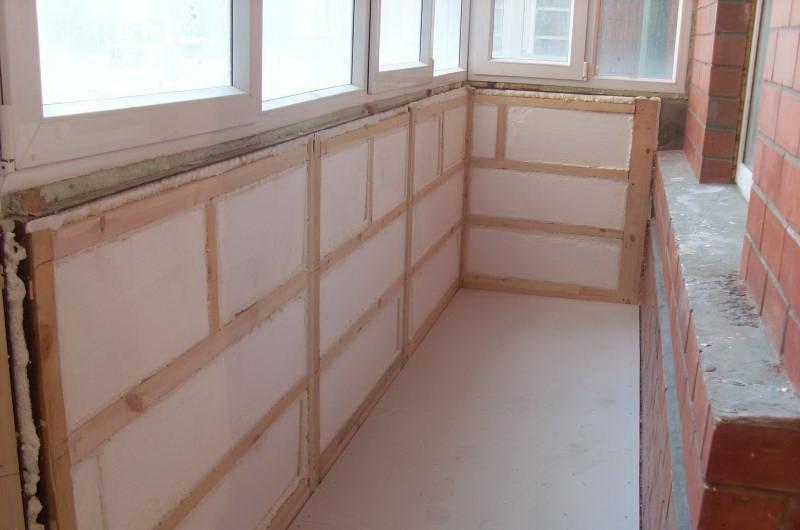 процесс утепления стен на балконе